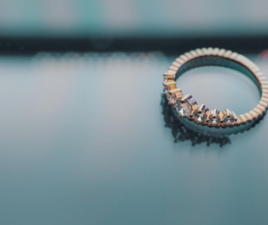 Biżuteria ze stali chirurgicznej- dlaczego jest dobrym wyborem_