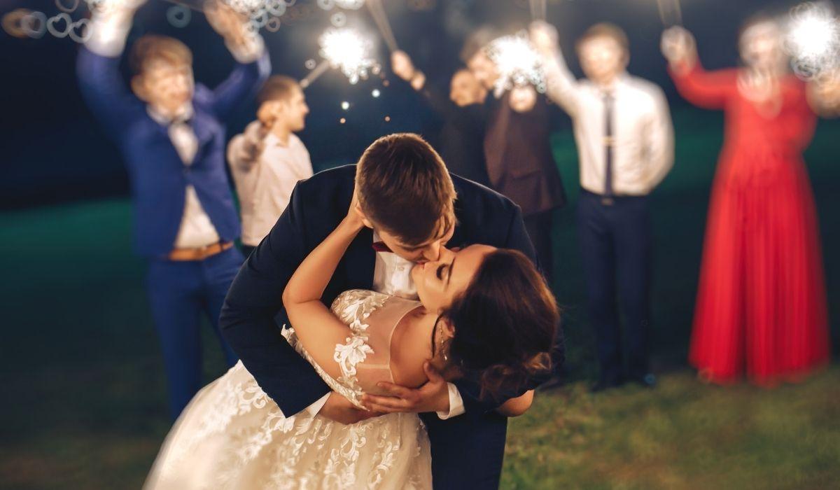 Jak wybrać sukienkę na wesele_