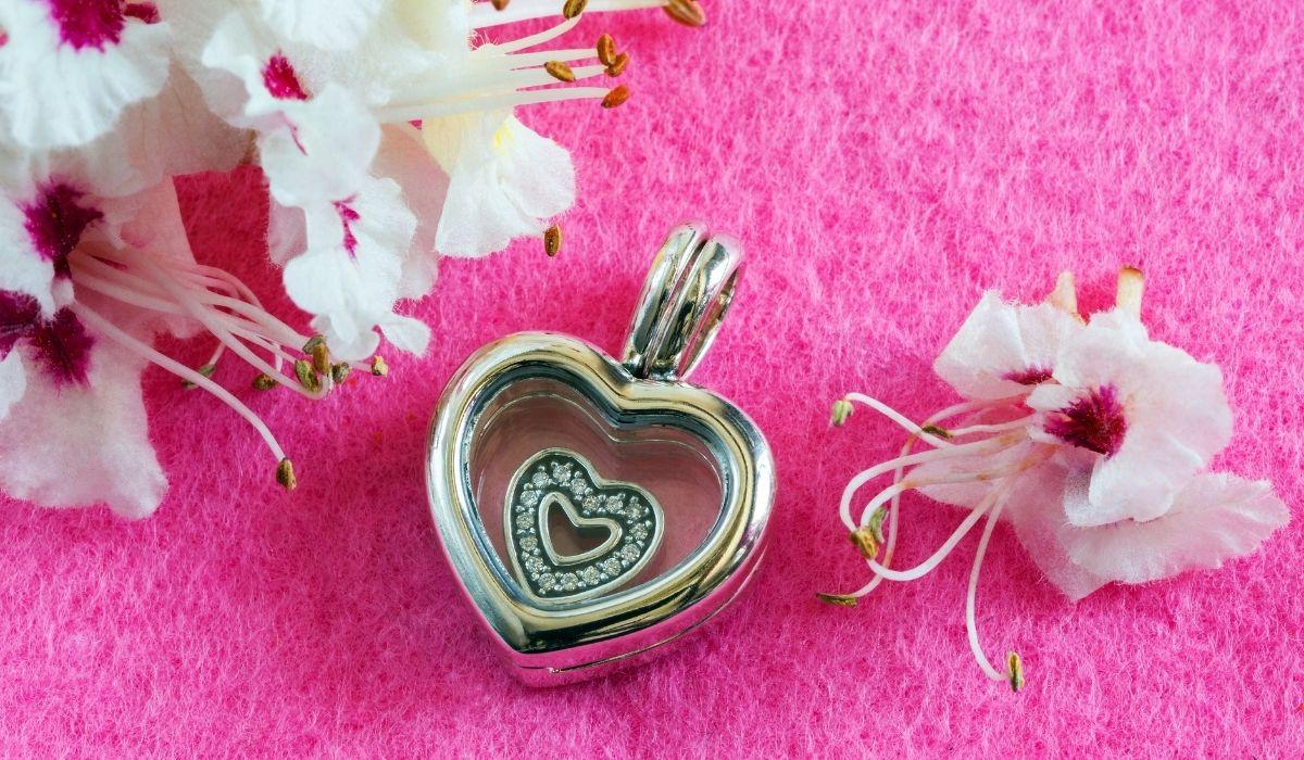 Symbolika siły w biżuterii- motywy, kształty i ich znaczenia